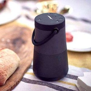 enceintes bluetooth Bose SoundLink Revolve plus table cuisine